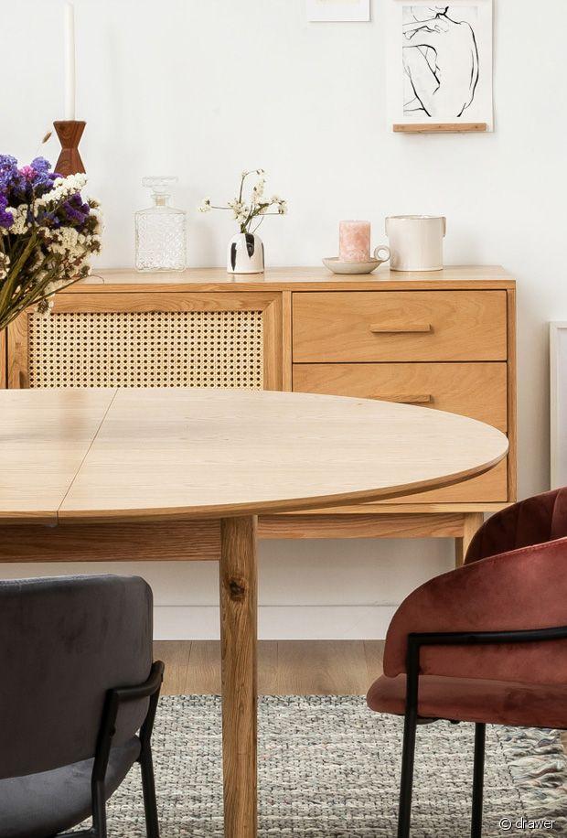 Bonne nouvelle : avec la   table à manger extensible en bois Hogarn  , vous pouvez facilement prendre vos repas en famille et tout replier facilement.