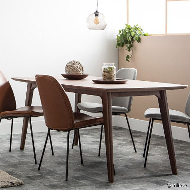 Pour  une touche vintage tout en finesse, vous pouvez compter sur cette table Miliboo !