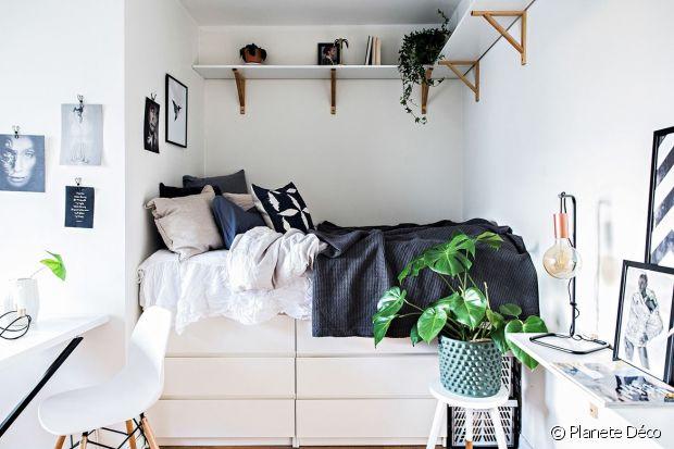 Placer le lit sur les rangements = meilleure idée de la terre !
