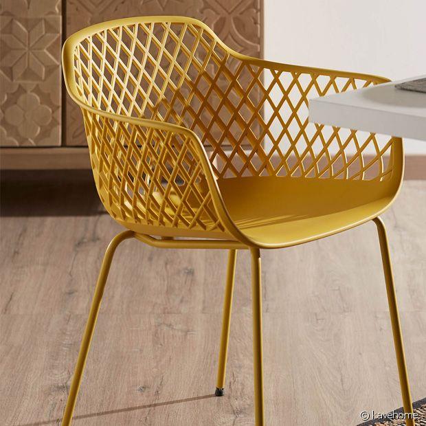 Pour ne pas dénaturer avec votre déco, optez pour une jolie chaise colorée