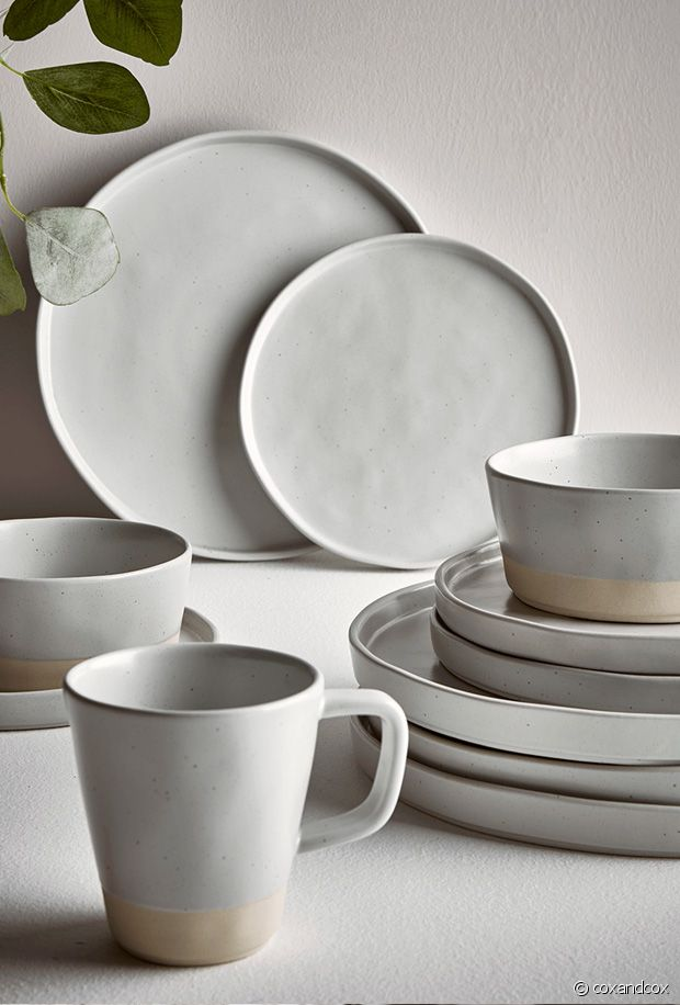 Peut-on faire plus élégant que la vaisselle grège ?