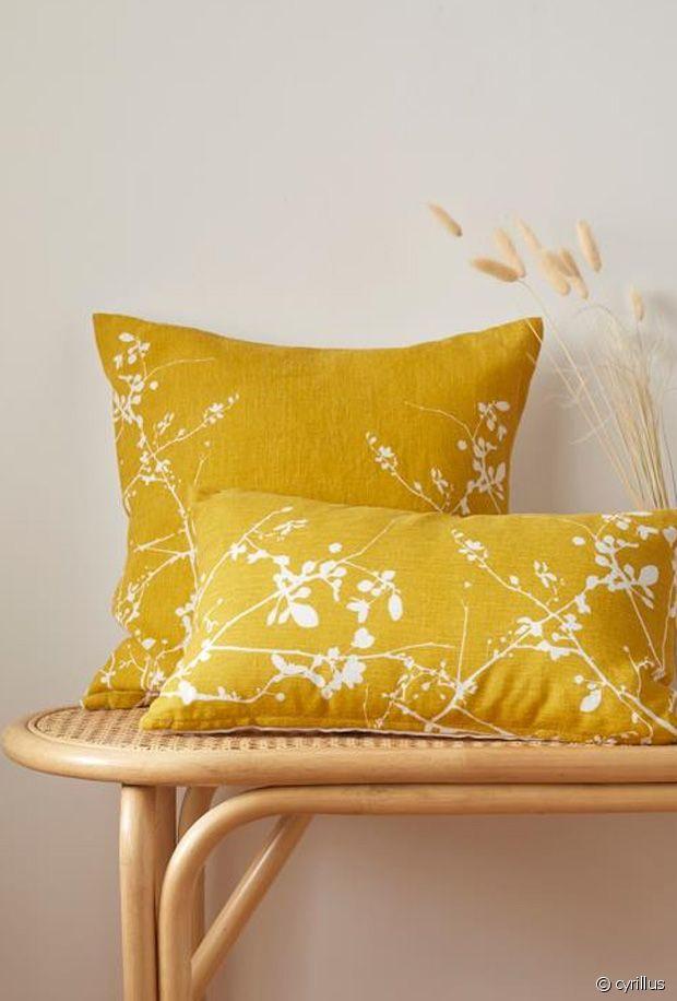 Sélection de coussins colorés pour égayer son canapé