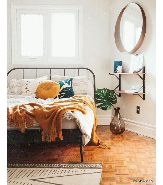 Grand miroir s lection de mod les pour la chambre for Miroir rond xxl