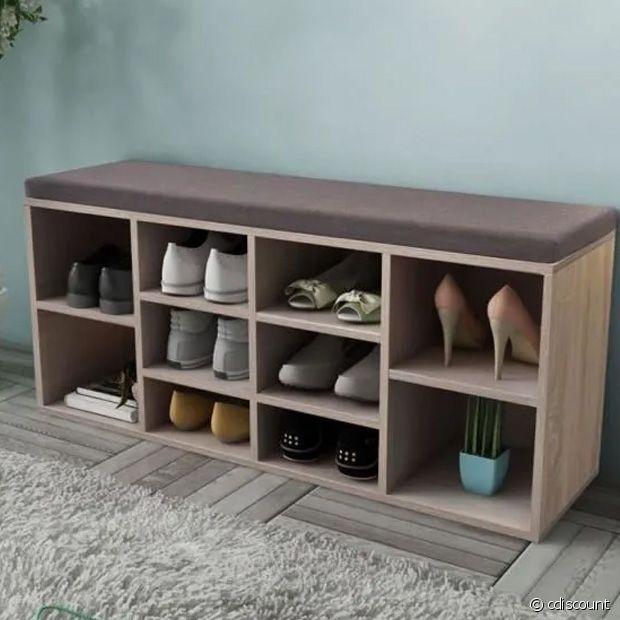 La banquette qui fait également office de meuble à chaussures : trop pratique !