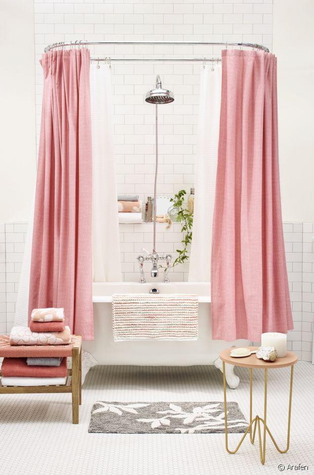 s lection de rideaux de douche pour styliser la salle de bain. Black Bedroom Furniture Sets. Home Design Ideas